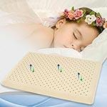 Как работает подушка от удушения, девочка спит на подушке