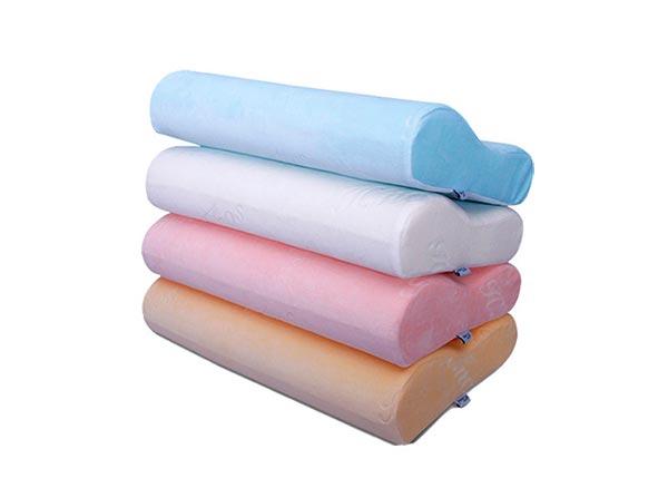 Разноцветные подушки с эффектом памяти