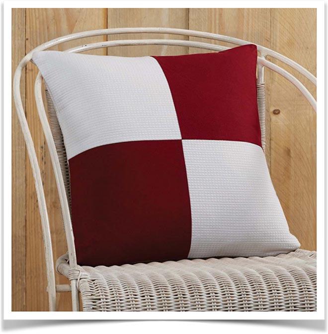 Подушка пэчворк на стуле