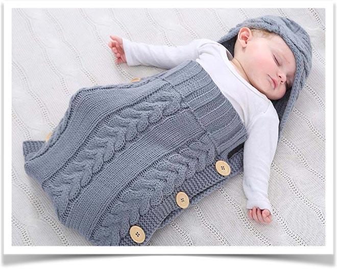 Вязанное одеяло для новорожденного