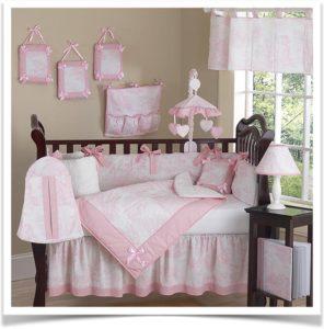 Покрывало для девочки в кроватке
