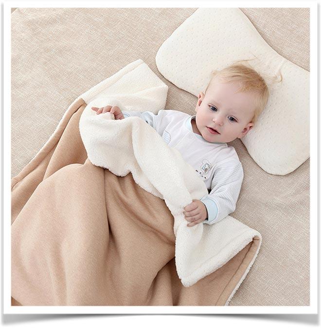 Ребенок под теплым одеялом