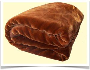 Толстое коричневое одеяло