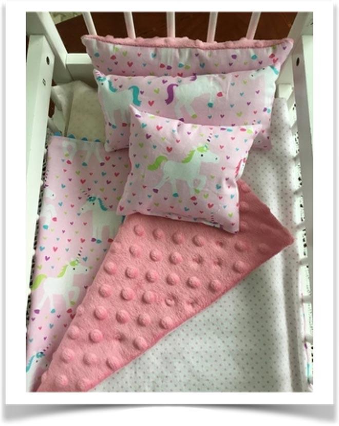 Детское одеяло в кроватке
