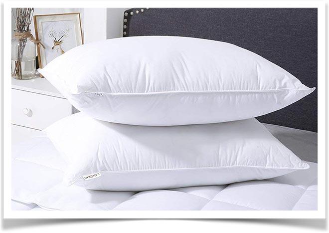 Классические подушки для сна на кровати