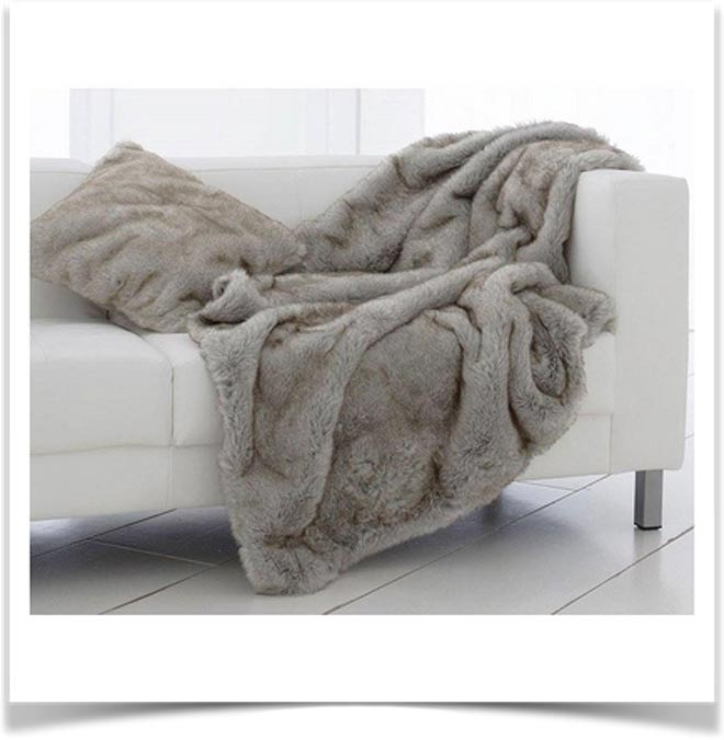 Плед на диване 11