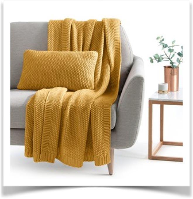 Плед на диване 15