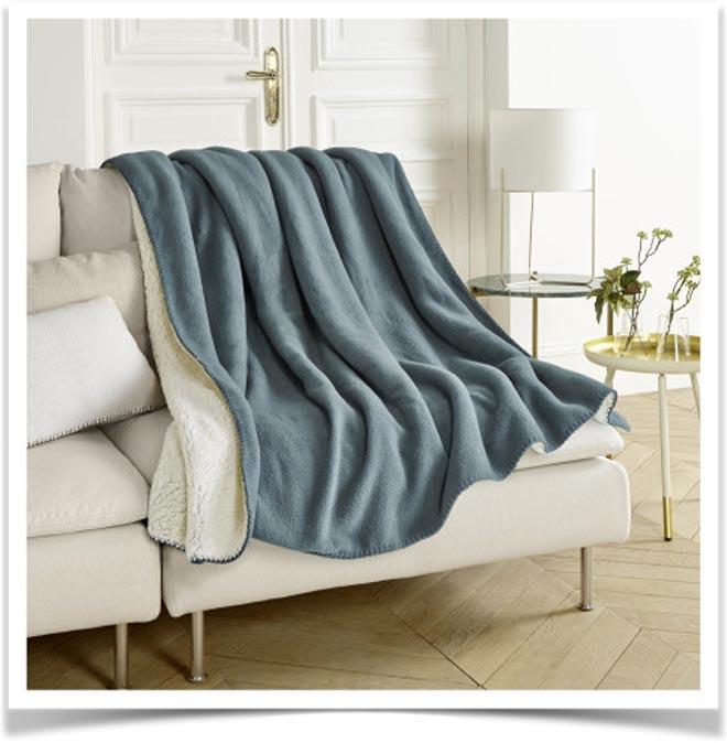 Плед на диване 17