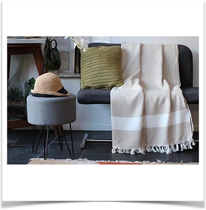 Плед на диване 18
