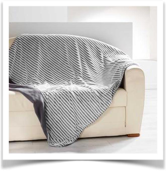 Плед на диване 24