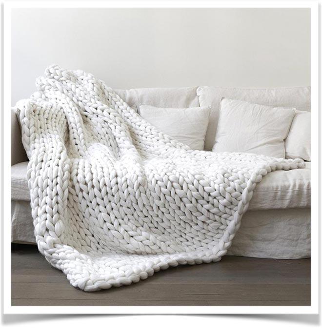 Плед на диване 34