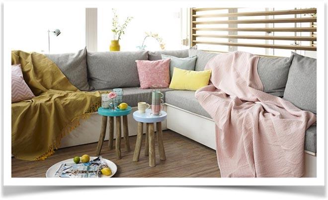 Плед на диване 38
