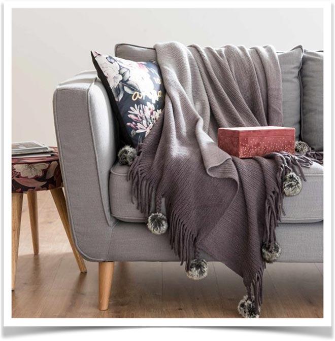 Плед на диване 39