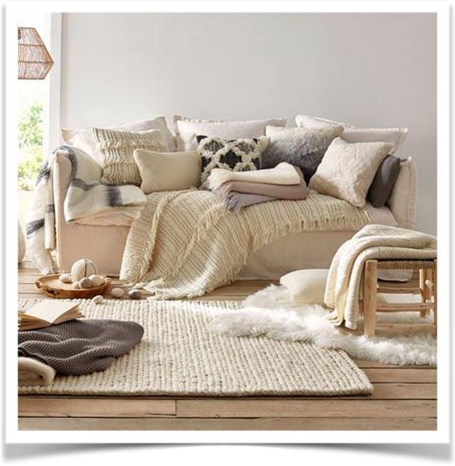 Плед на диване 44