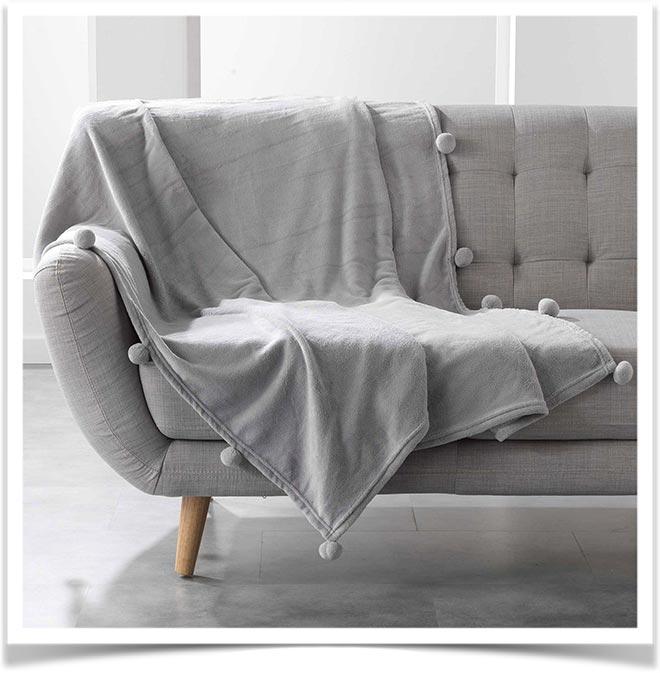 Плед на диване 45