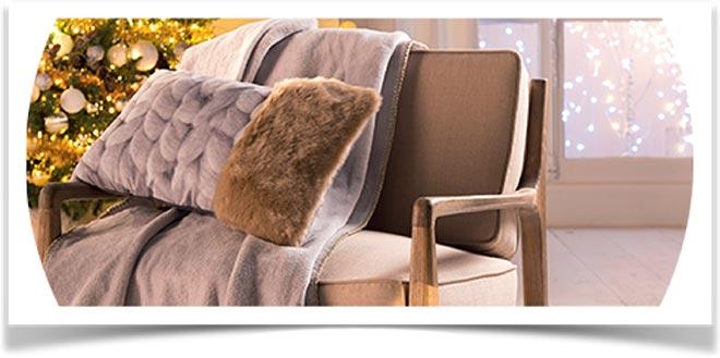 Плед на диване 56