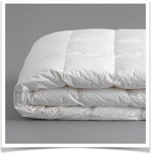 Белое одеяло стеганное