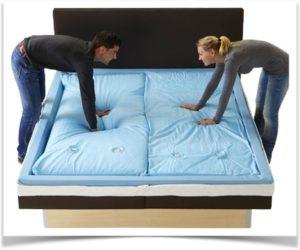 Мужчина и женщина проверяют водяную кровать