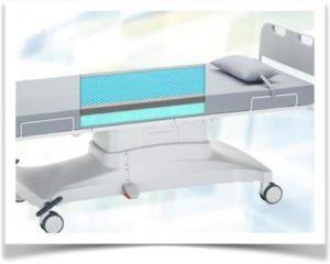 Гелевый матрас на больничной кровати с колесами