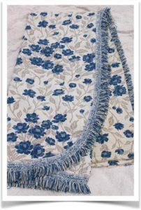 Покрывало с бахромой в синий цветочек