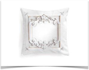 Красивая подушка с принтом лепнина