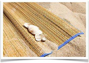 Покрывало на песку соломенное