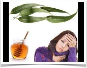 Девушка с больным горлом лечится медом