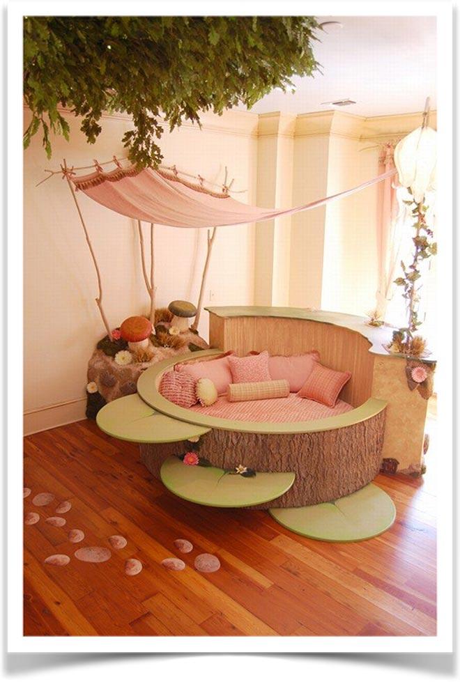 Детская кровать в виде ствола дерева
