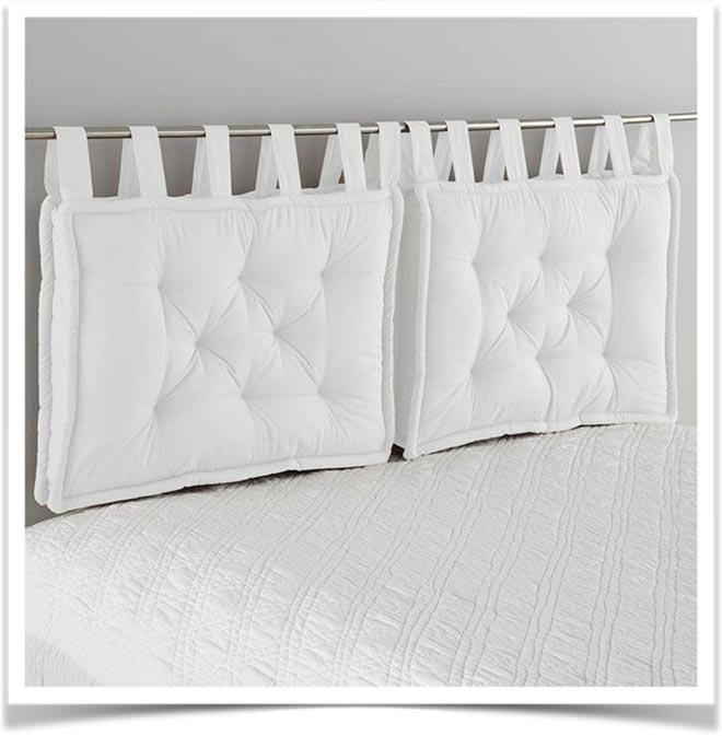 Белые подушки-спинки на металлической штанге