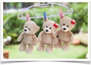 Три медведя сушатся на вешалке