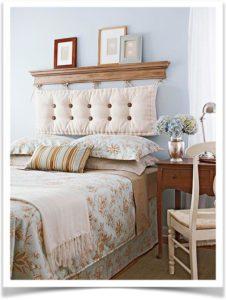 Коричневая подушка спинка в классическом цвете