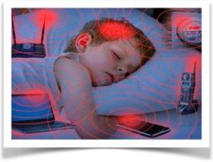 Электромагнитныеволны от гаджетов влияют на спящего ребенка