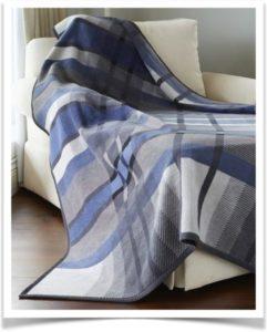 Сине-серое байковое одеяло в клетку